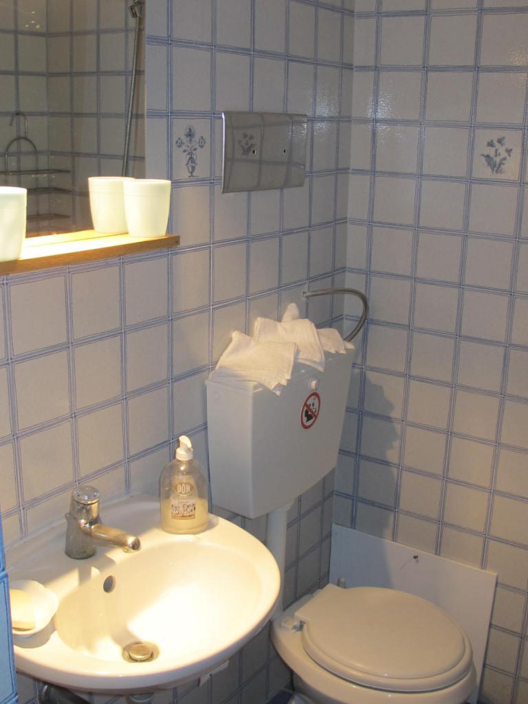 Ground floor suite WC