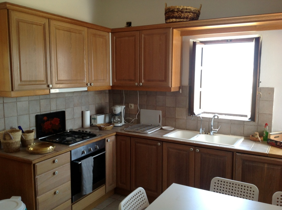 The airy (two windows and a door) main kitchen boasts ample cabinets, double sink, a combo range with electricity and gas and a table for five. Fitted with a full inventory of tableware and kitchenware for gourmet preparation of dishes.